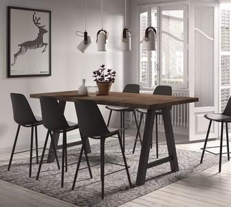 Aménager son coin repas avec une table haute : quels avantages ?